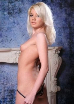 Привлекательная девушка  пригласит в гости мужчину для секса
